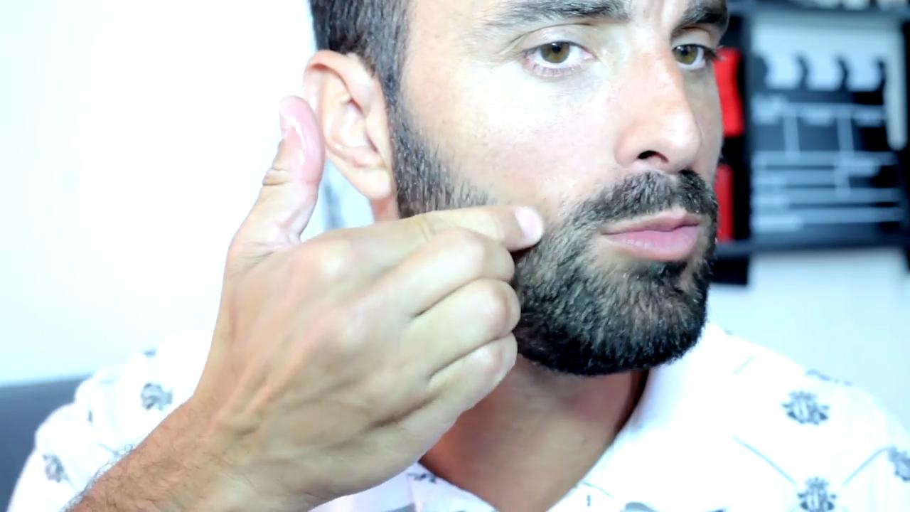 comment tailler sa barbe de a z barbe courte. Black Bedroom Furniture Sets. Home Design Ideas