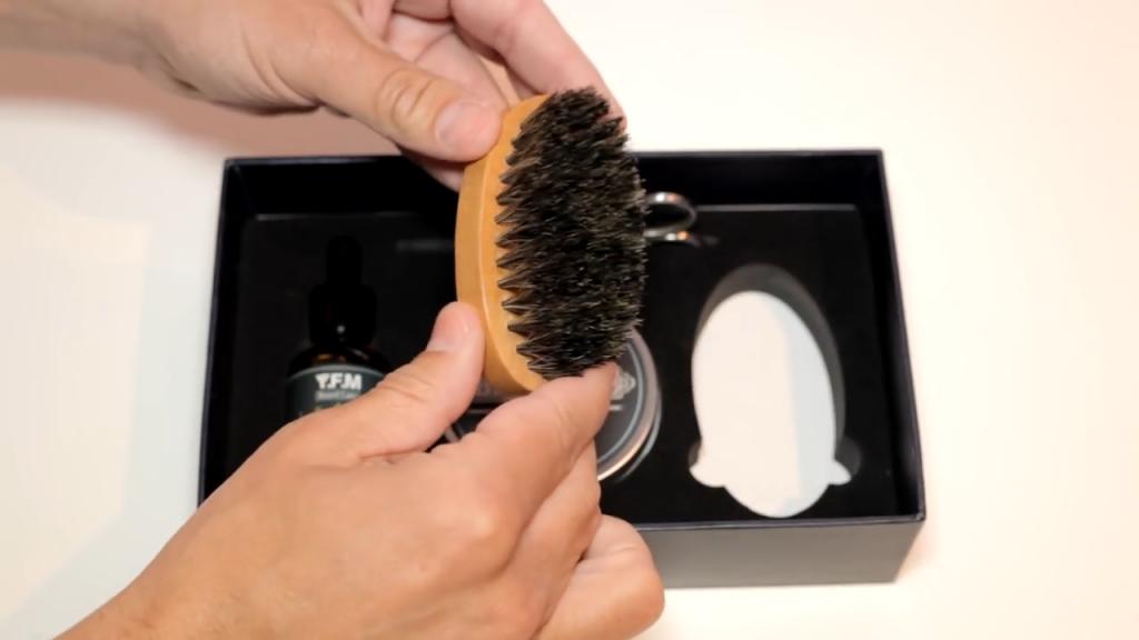 Une brosse à barbe en poils de sanglier